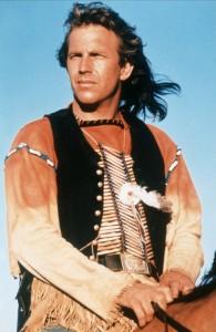 Kevin Costner dans une tunique Indien des Plaines